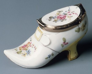 Figure 1: Snuffbox, Date: 1750–60, Culture: French (Mennecy), Medium: Soft-paste porcelain, gold, Dimensions: L. 3 9/16 in. (9.0 cm.). Signatures, Inscriptions, and Markings: Indecipherable mark on gold rim of shoe
